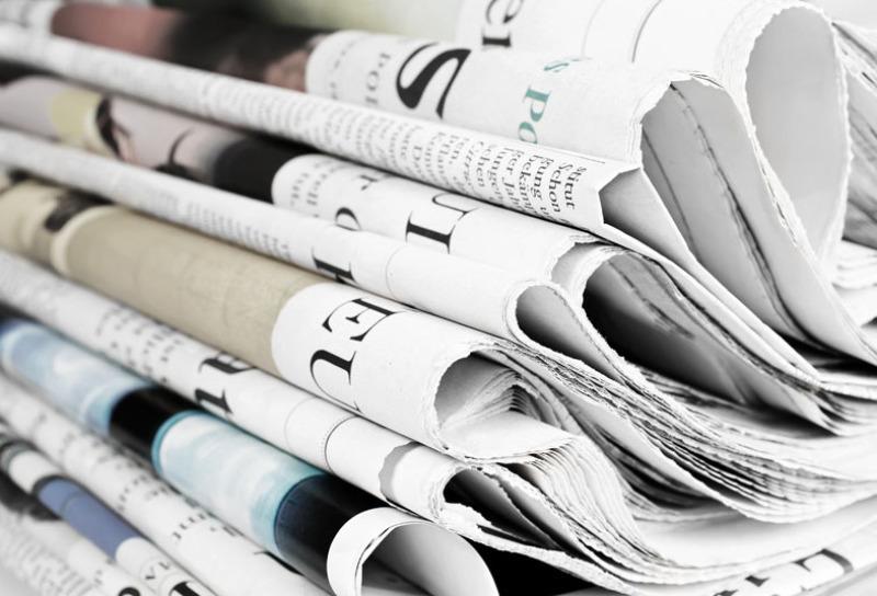 """Im Bild sind zwei Titelblätter der Hauszeitschrift """"Orange³"""". Lings sind zwei Planentieflader vor einer Lagerhalle, rechts ist eine Videokamera vor einer Bildcollage."""