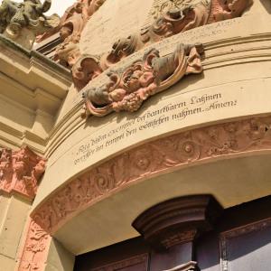 Man sieht den Fries über einer der Türen von Kloster Schöntal,