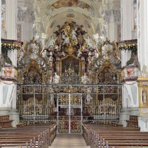 Der Altar im Kloster Schöntal. Rundherum ist es eine fast überladene barocke Pracht.